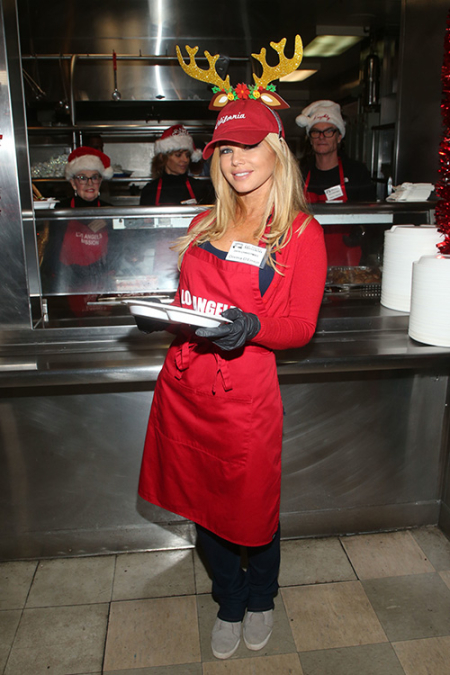 Donna D'Errico at 2019 Los Angeles Mission Christmas Dinner for the Homeless